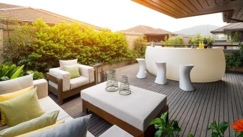 alfresco-bar-on-a-fully-furnished-outdoor-deck at joondalup patios